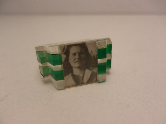 Rare Art Deco 30's Lucite ring for photo emerald green & clear