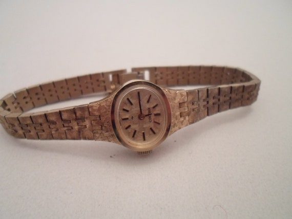 Vintage Seiko Ladies Watch 1650R Japan 1960's era Textured gold design