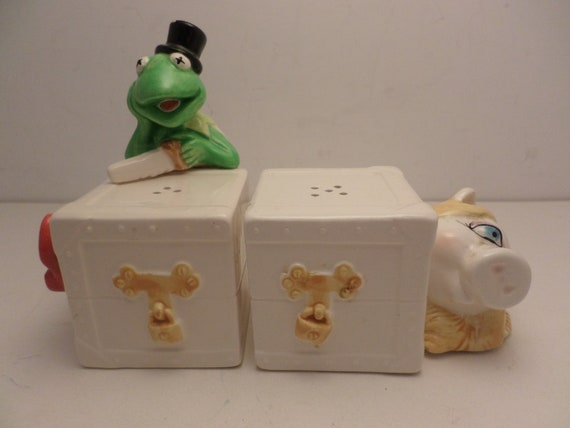 Kermit the Frog & Ms Piggy Magic salt and pepper shakers vintage 70's Sigma