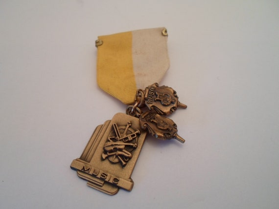 Art Deco Vintage Award Ribbon 3 Musical Instruments Medals harp Horn Violin E Adorable Collect Re Purpose All Original Deco New York USA