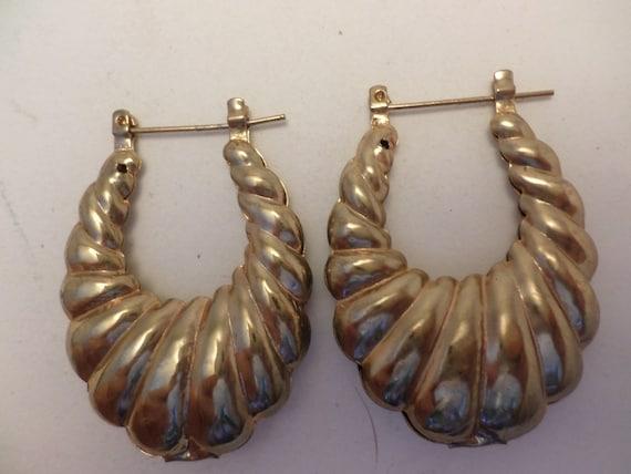Vintage 80's cornacopia hoop hollow gold tone earrings super chic
