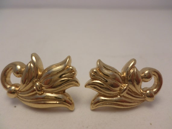 vintage 80's gold tone tulip earrings post back really sweet