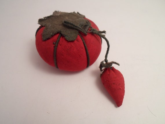 Antique Cute Tomato Pin Cushion in Very Good Condition Note Detail Farm to City Cheek Condition Condition Condition