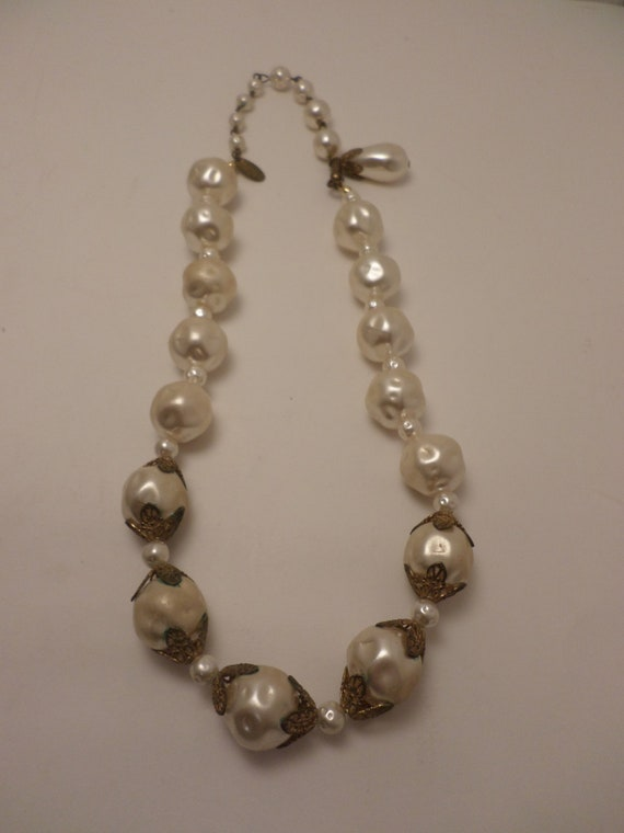 Vintage 50's Miriam Haskell pearl with gold details necklace fabulous
