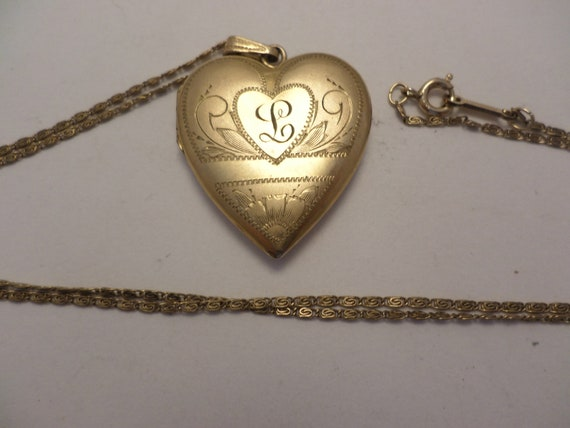 "Beautiful Vintage heart photo locket initial L gold filled 1"" charme 22"" long chain"
