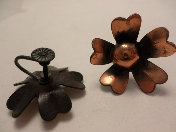 Vintage 60's Copper flower earrings screwback