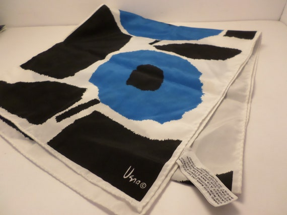 Great Veresa Vera poly ester scaef vintage 80's mod blue white black flowers