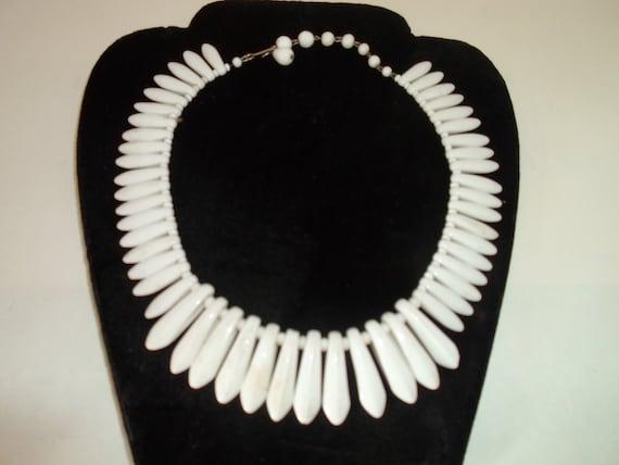 "Vintage Art Deco Milk Glass Necklace Native Look Design Summer Warm Weather Chic 16"""
