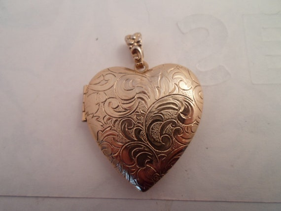 Vintage Large Puffy Etched Heart Picture Photo Locket Absolutely Beautiful Love Locket Fabulous Etching on both Sides