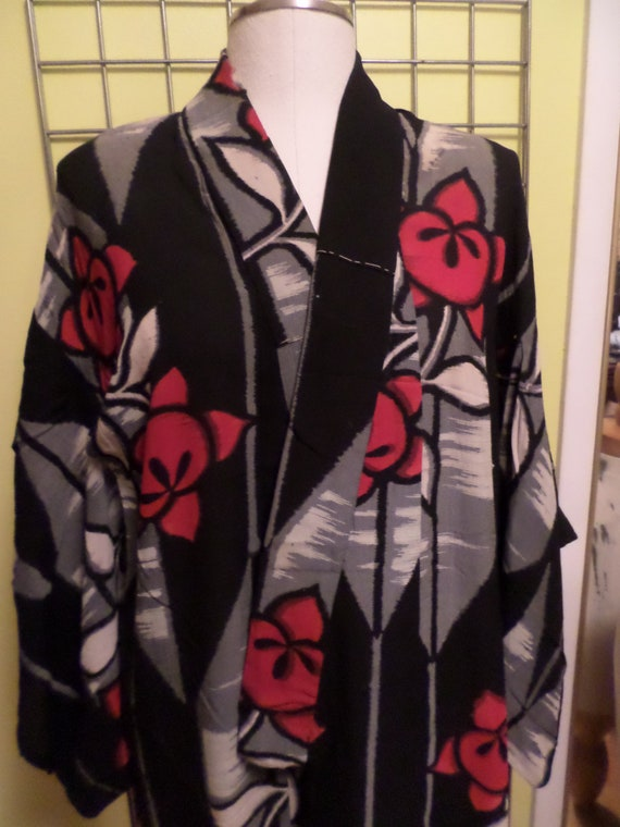 Vintage 40's All Silk Kimono robe Black Gray Red flowers