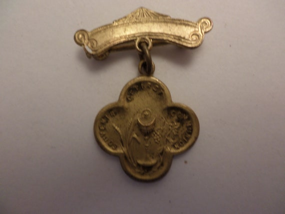 """vintage 40's first communion pin 1"""" gold tone pretty sheen"""