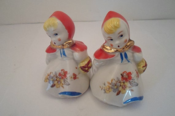 """Antique Vintage Original Hull Pottery Salt and Pepper Shakers 3.50"""" Beautiful Condition Farm House Chic From Indiana Estate Cottage ready"""