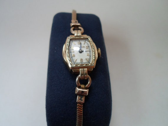 Antique Art Deco 10k Rolled Gold Bulova women's wristwatch Beautiful Herringbone Original Band