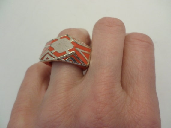 Fabulous Art Deco plastic & silver wrapped geometric design ring size 8