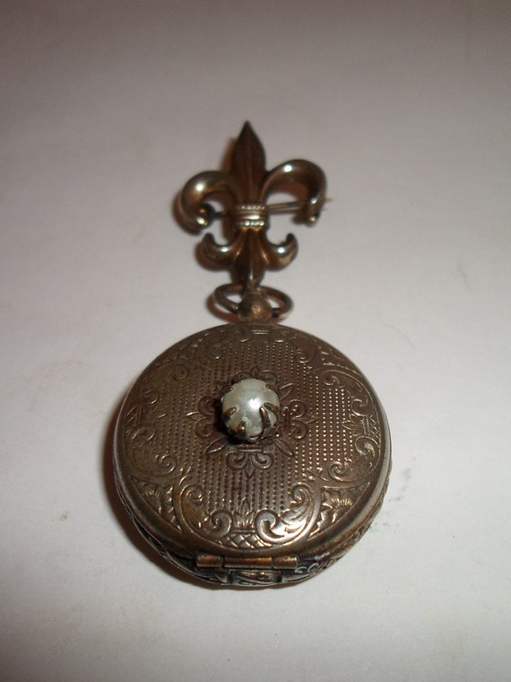 Vintage Flur de Le  Lapel Pin Picture Etched Locket Opens like a pocket watch Chic Styling Quality Picture Pocket