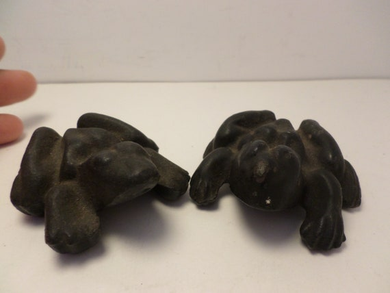 Antique/Vintage cast iron foundry anatomically correct frogs boy girl paperweights