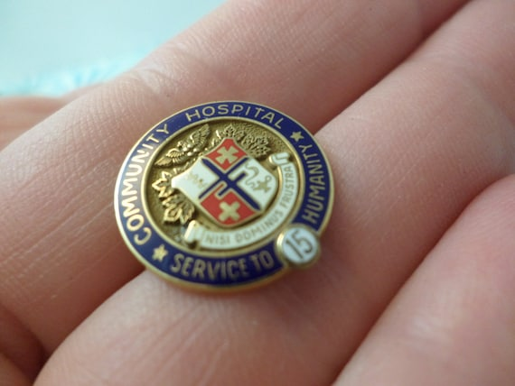 Vintage 10 kt gold Community Hospital 15 Yr Service pin Morgans