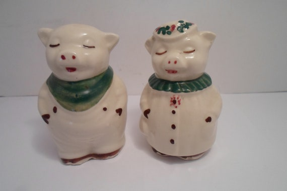 """Antique Vintage Shawnee Pottery Smiley Winnie Pig Sant and Pepper Set excellent 3.25"""" Farm House Ready Indiana Estate"""