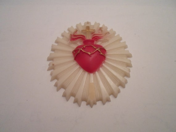 Vintage Post WWII 1940/50's Sacred Heart Plaque Flaming Heart Throns Rays Catalin Hard Plastic made in USA Bleeding Heart Spiritual Gothic