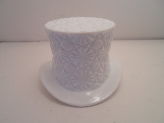 Antique Milk Glass Top Hat Vase Rose Bowl Buttons And Bows Pattern Adorable Decorator Cottage Chic
