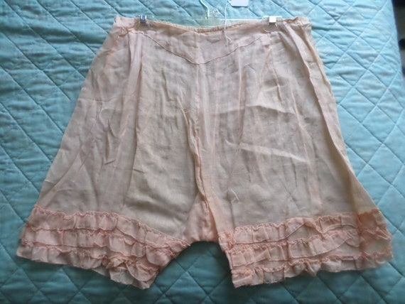 Deco era 1920's Knickers in pill pink sweet ruffled bloomers from the 20's ladies