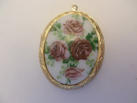 Pretty painted rose locket vintage Victorian revival 70's with 1900's photo still inside
