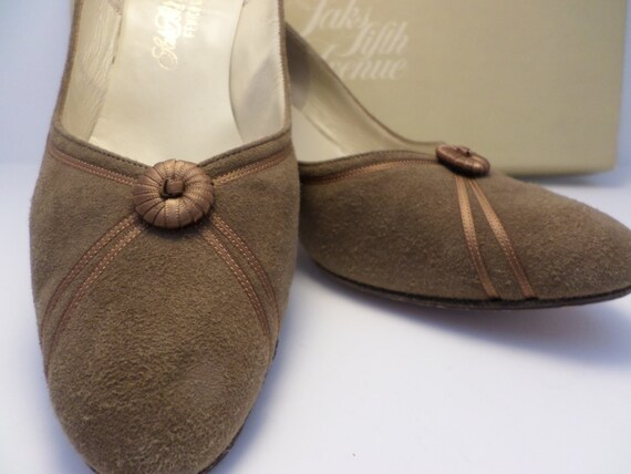"Vintage Saks Fifth Avenue fawn suede shoes ribbon accents pumps leather sole size 7 3"" heel"