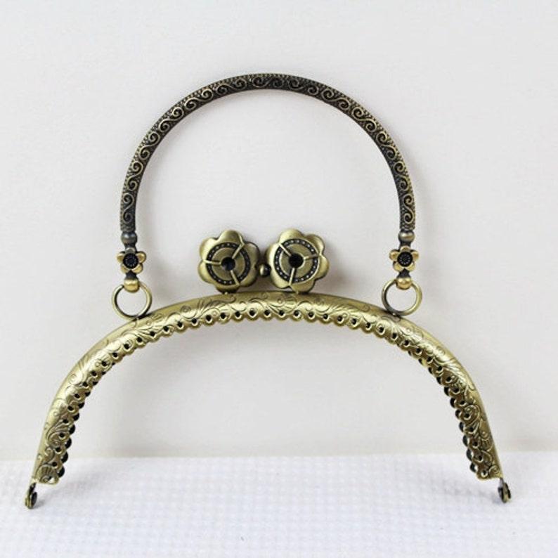 60ec260f7 Beso de bronce antiguo bloqueo marco bolso Vintage con asa de | Etsy