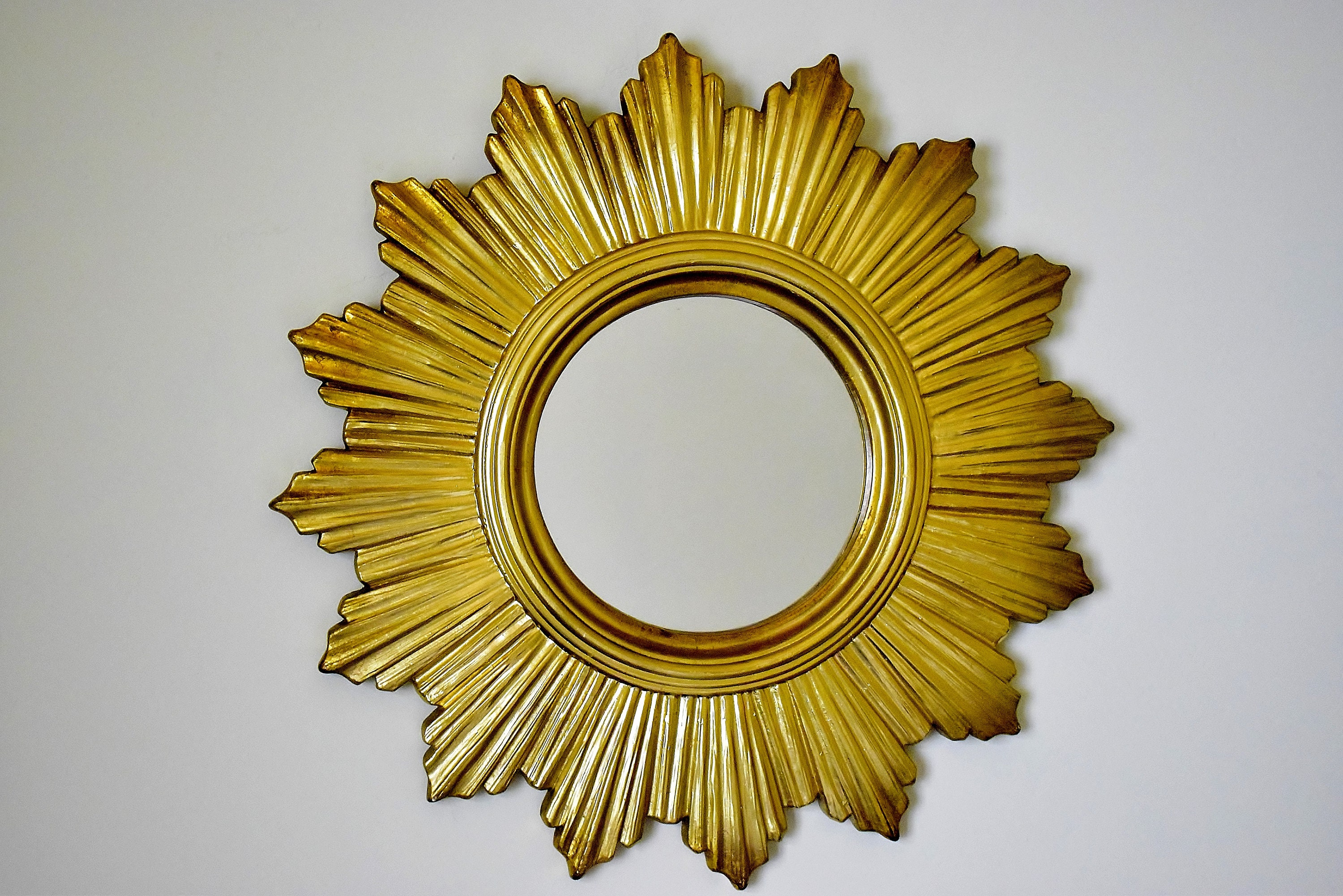 Sunburst Vintage With Mirror in Plaster. Mid Century Modern