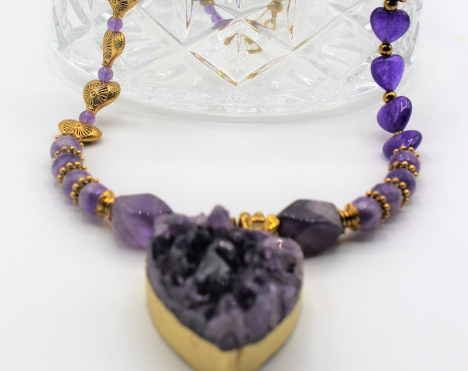 Natural amethyst heart pendant necklace, purple amethyst beaded necklace, Valentine's Day gift, bridal statement necklace, plus size choker