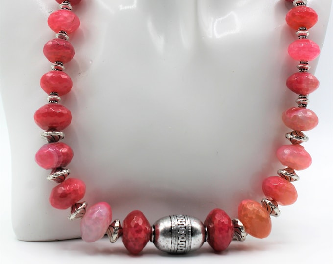 Pink agate beaded necklace, fuchsia statement necklace, graduated agate beads necklace, unique bridal accessory, plus size choker
