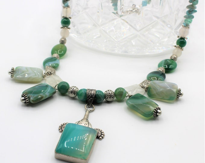 Green agate bib necklace, multi pendant necklace, green pendant choker, elegant everyday accessory, colorful beaded necklace