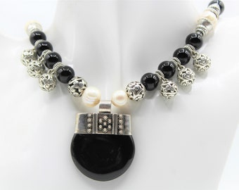 Black and white beaded necklace, black onyx pendant necklace, pearl and onyx necklace, mother of the bride gift, plus size choker