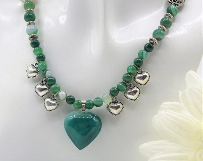Green heart pendant beaded necklace, Druzy agate heart statement necklace, heart and love choker, Valentine's Day gift, love present for her
