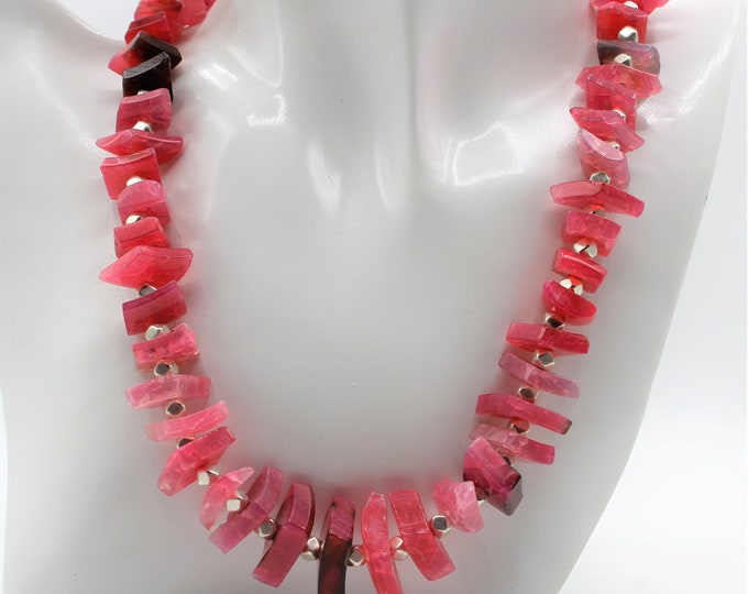 Pink agate beaded choker, pink agate shards necklace, unique statement necklace, elegant fuchsia accessory, perfect gift for her