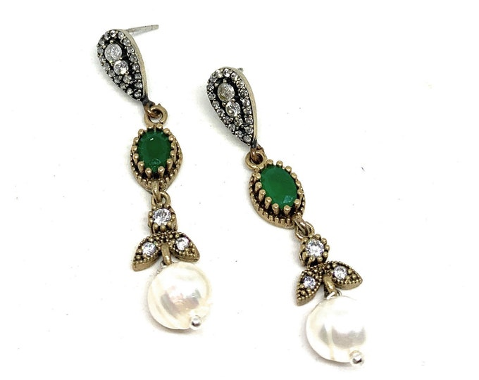 Emerald and pearl dangle earrings, glamour accessory, natural emerald drop earrings, unique bridal accessory