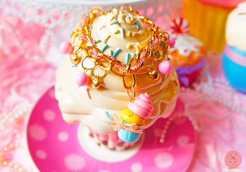 Lavinia fenton Cupcake character bracelet // jewelry image 0