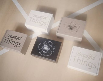 Zero waste gift boxes containing 10 washable wipes and a small organic micellar lotion