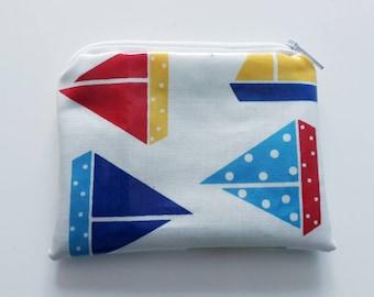 Porte monnaie blanc, bleu, rouge, jaune et vert Bateaux