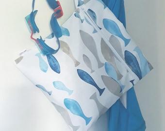 Pochette imperméable - sac à maillot mouillé ou sac à couches lavables (poissons bleus et beiges)