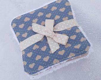 Set of 8 wipes demaquillantes / washable debarbouillantes (blue, beige, taupe)