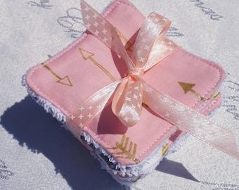Lot de 8 lingettes demaquillantes / debarbouillantes lavables (or, rose et blanc)