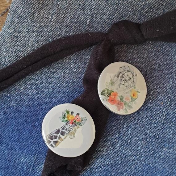 Flower Power Giraffe and Lion 1 inch x 1inch Button Pins set of 2