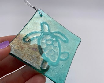 Iridescent Green Baby Sea Turtle Fused Glass, Valentines gift, Mother's Day Anniversary gift, WeddingDay Gift, Suncatcher,Home decor
