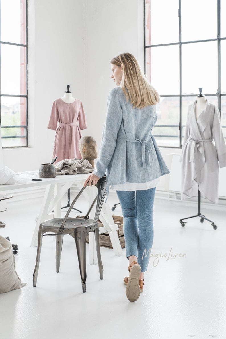 MagicLinen Long sleeve linen cardigan GILI. Loose-fit front drape. Come discover lovely European Country Bespoke Linen for Home & You! #europeancountry #interiordesign #linen #handmadelinens #linenclothing #linendecor #homedecor