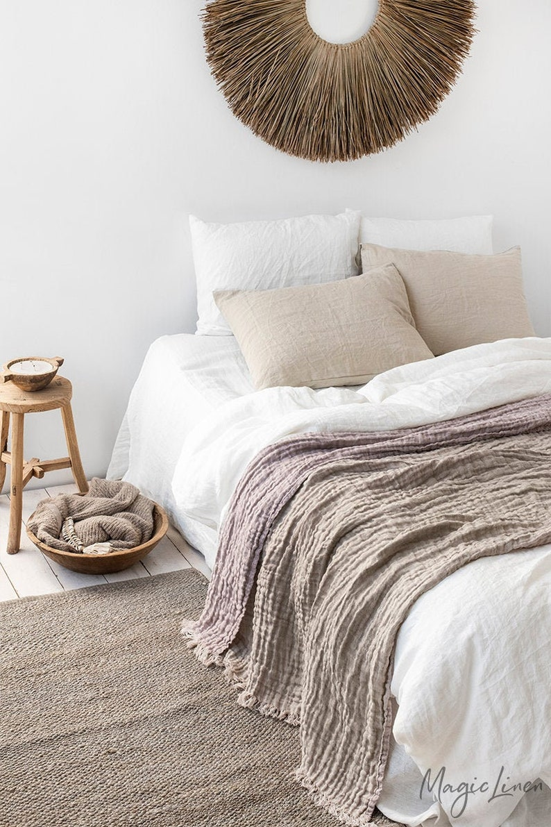 Fringed linen throw in dusty pink and beige colors. Double image 0