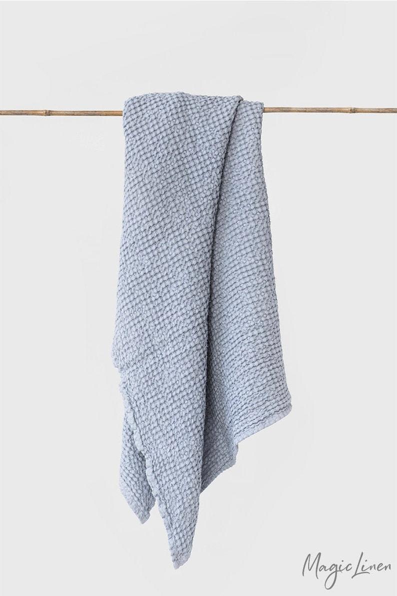 Waffle linen towel. Luxorious linen waffle bath towels in Light gray