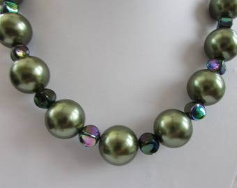 Forest green faux pearl and glass bead necklace