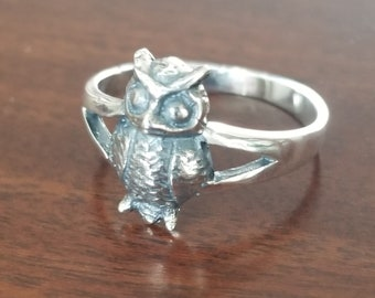 Vintage Artisan Sterling Thin Ring with Tiny Small Owl on Front Size 7 Minimalist Owl Bird Ring