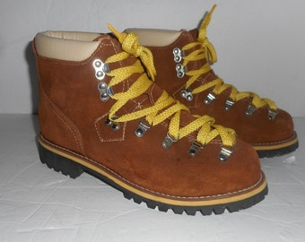 1fa52c586ba97 ON Sale Vintage Men s Suede Climbing Boots Yellow Laced Hiking Boot JcPenney  Rustic Mountaineering Boots Size 10M Vibram Bottoms